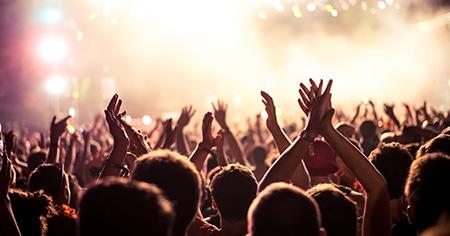 Besucher auf einem Konzert